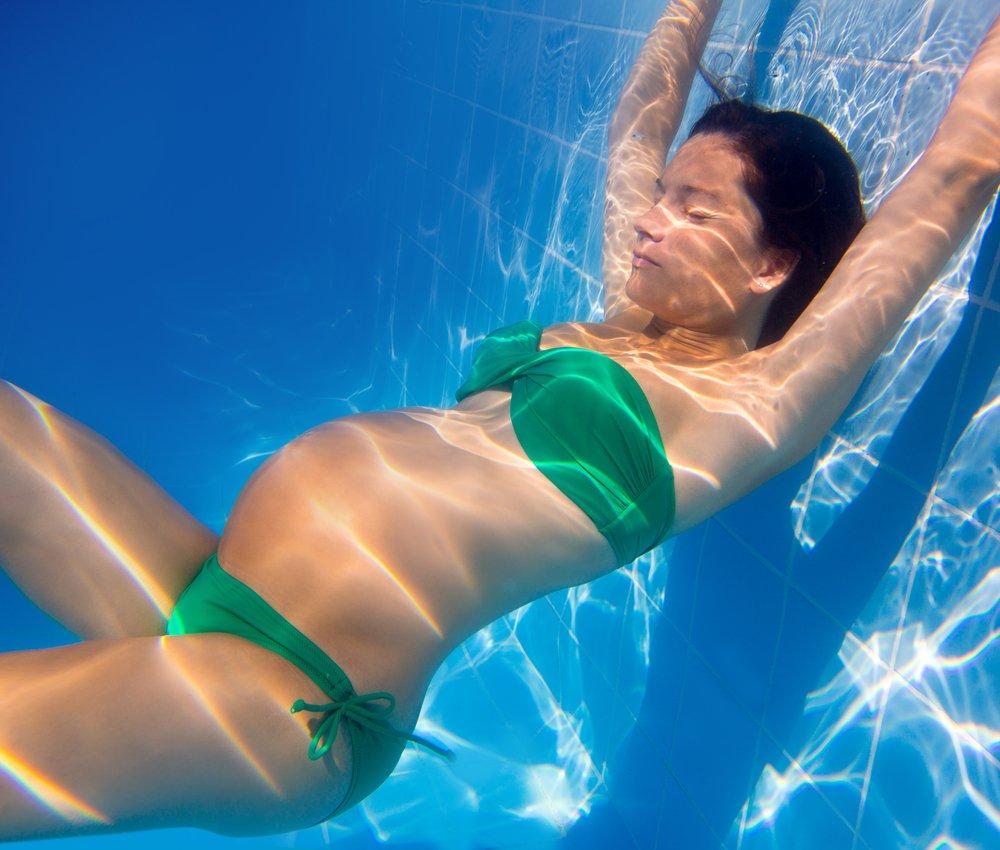 Беременна от бассейна